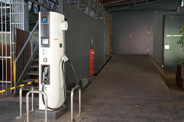 電気自動車用充電スタンドまで完備!