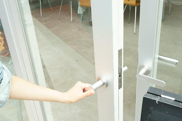 扉をガチャっとオープン!