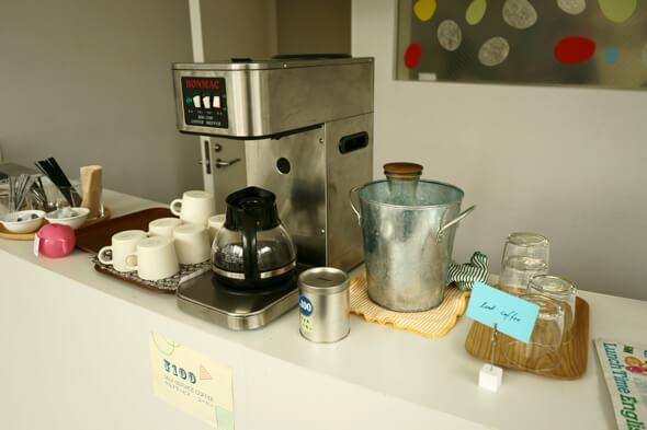 コーヒーなどドリンクを注文できるカウンター