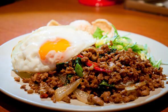 Taka's Kitchenのランチ1番人気「ガパオライス」