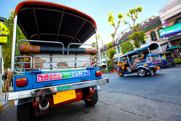 バックパッカーの聖地タイのカオサン通りを目指す(トゥクトゥクに乗って)