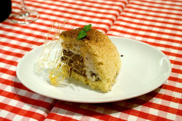 アイスケーキみたいなセミフレッドのドルチェ「ズコット」