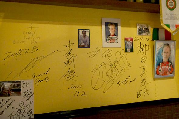 たくさんのサインの中にロニー・クインタレッリ選手のサイン!