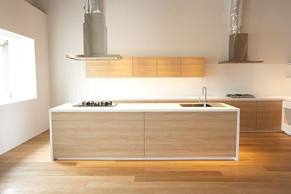 一見普通のきれいなキッチンですが・・・