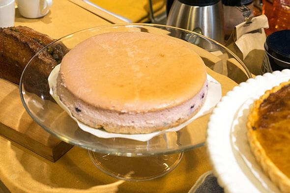 そして、3つ目はカシスとブルーベリーのベイクドチーズケーキ