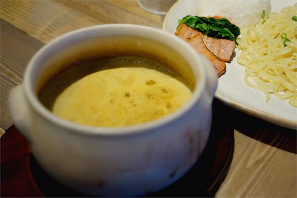 辛いのがちょっぴり苦手な田町新聞スタッフが「なくなったら困る!」というほど大好きなつけ麺
