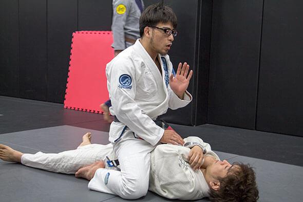 岩崎さんが技を分かりやすく説明してくれます