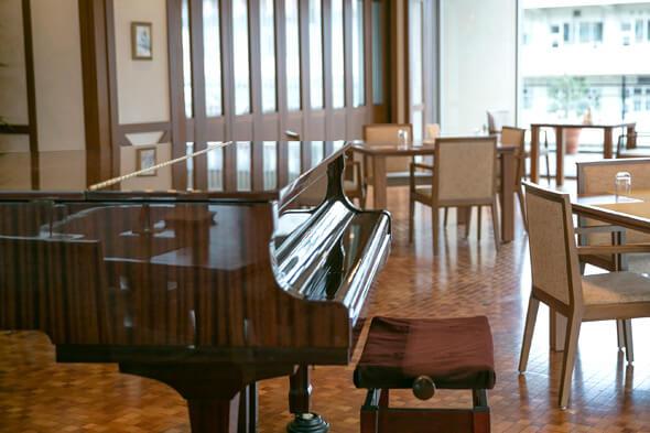 レストランにはピアノまで
