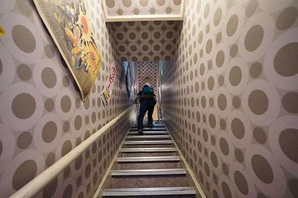 急すぎる階段