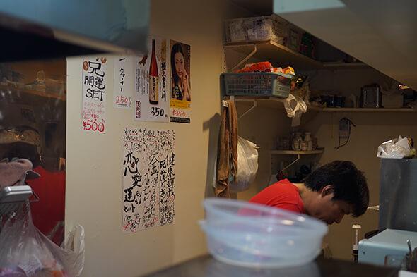 厨房、怪しい貼り紙